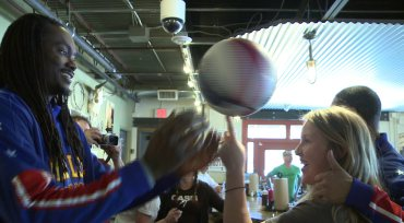 BBall & BBQ: Globetrotters Couldn't Resist Visiting Dallas' Pecan Lodge